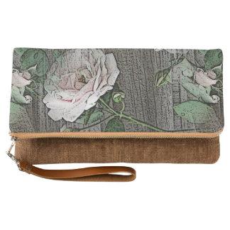 Rosas en la madera clutch