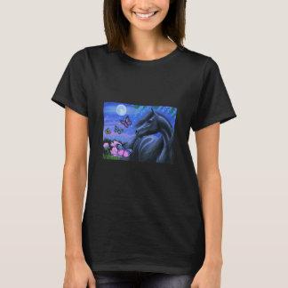 Rosas negros de las mariposas del caballo camiseta