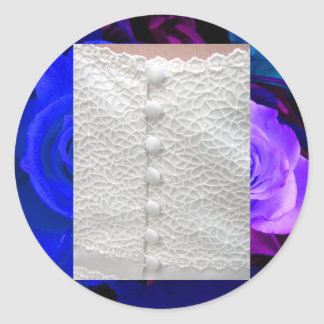 Rosas púrpuras azules blancos del vestido de boda pegatina redonda