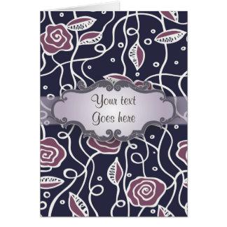 Rosas púrpuras del vitral con el letrero tarjeta de felicitación