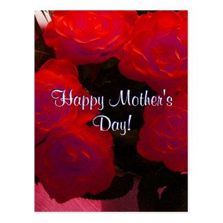 Rosas rojos felices del día de madre postal