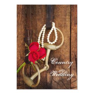 Rosas rojos, pedazo del caballo y boda de madera invitación 12,7 x 17,8 cm