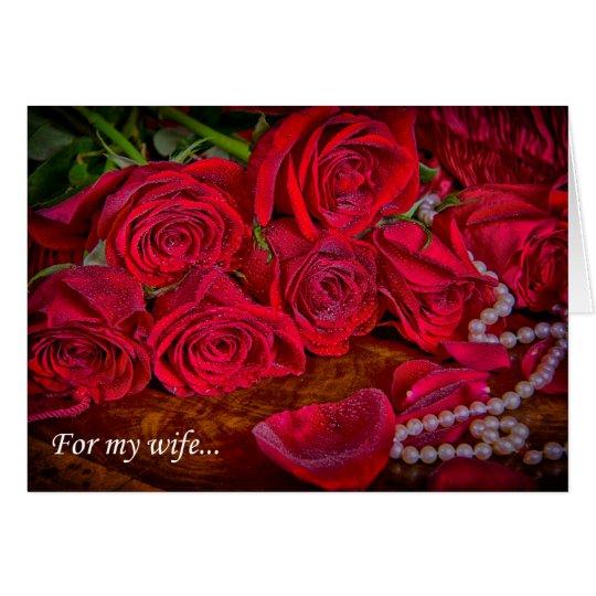 Rosas rojos románticos con la tarjeta de las