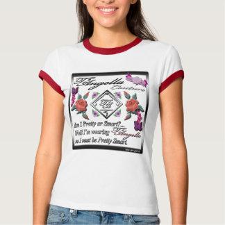 Rosas rojos y camiseta púrpura del campanero de