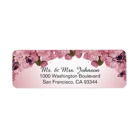 Rosas rosados de la mariposa que casan el remite etiqueta de remitente