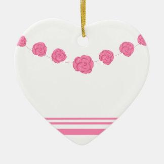 Rosas y rayas rosados adorno navideño de cerámica en forma de corazón