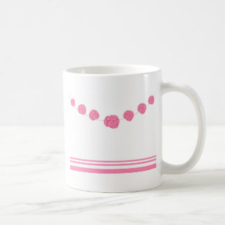 Rosas y rayas rosados taza básica blanca
