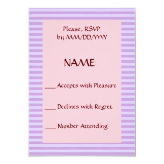 RSVP - rayas violetas, fondo rosado Invitación 11,4 X 15,8 Cm