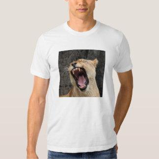 Rugido del león camisetas