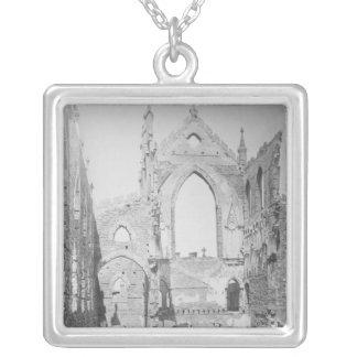Ruinas católicas de la catedral durante la guerra colgante cuadrado