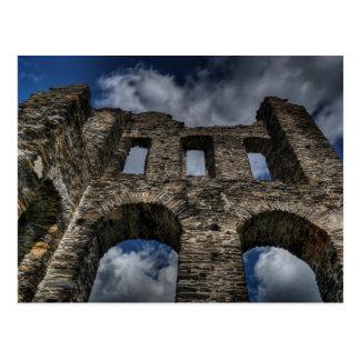 Ruinas viejas del castillo tarjetas postales