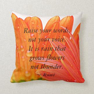 Rumi:  Aumente sus palabras….Margarita anaranjada Cojín Decorativo