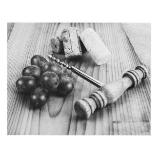 Sacacorchos, corchos y uvas cuadro