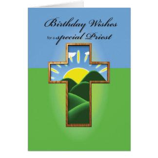 Sacerdote cruzado del cumpleaños tarjeta de felicitación
