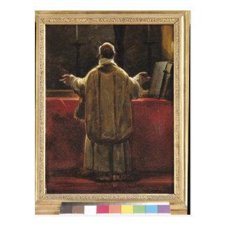 Sacerdote en el altar postal