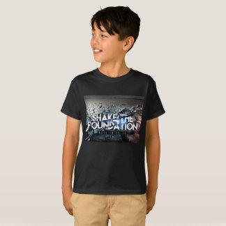 Sacudida negra básica de los muchachos la camiseta