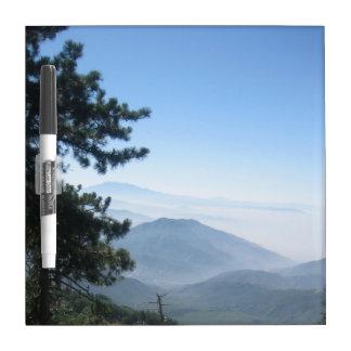 Salida de la luna de la montaña de San Bernardino Pizarras