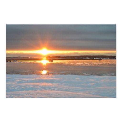 Salida del sol bajo cero sobre el puerto de Rockla Foto