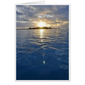 Salida del sol cristiana sobre el agua tarjeta de felicitación
