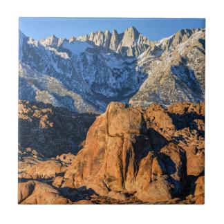 Salida del sol de las montañas de Sierra Nevada y Azulejo Cuadrado Pequeño
