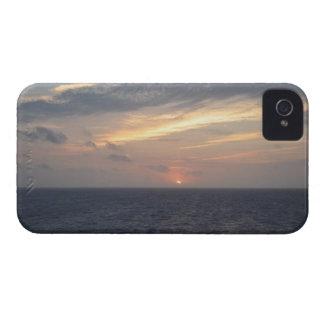 Salida del sol del océano iPhone 4 Case-Mate cárcasas