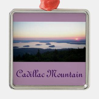 Salida del sol en el ornamento de la montaña de adorno navideño cuadrado de metal