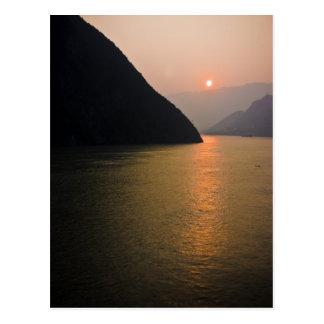 Salida del sol oriental postales