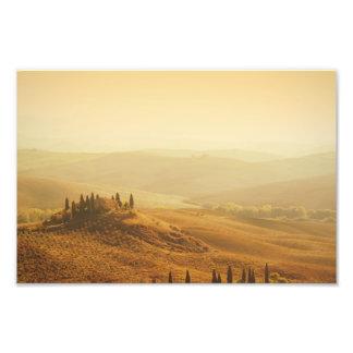 Salida del sol sobre un paisaje en Toscana Fotos