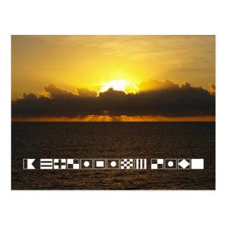 """Salida del sol """"una vida que cruza"""" deletreada en postal"""