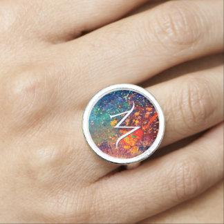 Salpicadura intrépida del arco iris del monograma anillo con foto