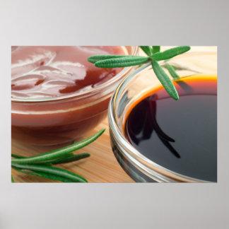 Salsa de tomate de tomate y salsa de soja en un póster