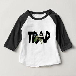 Saltamontes de la trampa camiseta de bebé