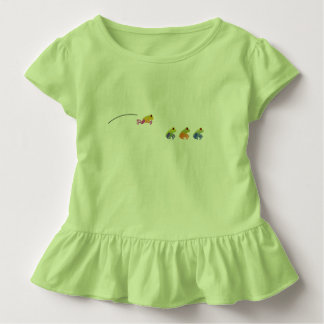 Salto de la camiseta verde del niño de la rana