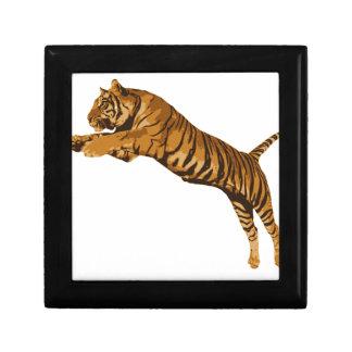 Salto del tigre salvaje