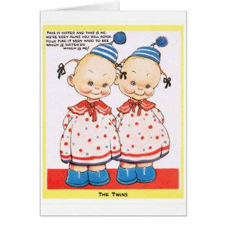 Saludo gemelo del feliz cumpleaños de las hermanas tarjeta