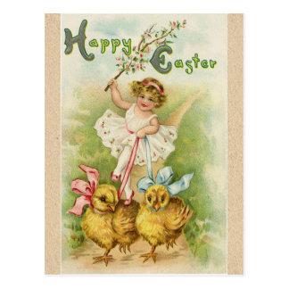 Saludos antiguos del chica y de los polluelos de postal