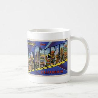 Saludos de la taza de café de la postal de Los