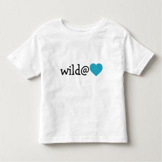 Salvaje en el corazón de la turquesa del corazón camisetas