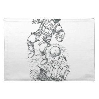 Salvamanteles Astronauta atado al tatuaje de Caravel