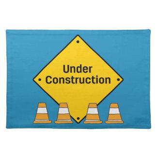 Salvamanteles Bajo construcción con los conos