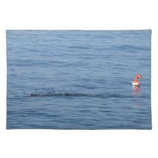 Salvamanteles Buceador del mar en nadada del juego del equipo de