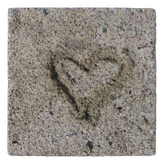 Salvamanteles Corazón romántico en foto de la arena