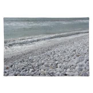 Salvamanteles Costa de una playa en un día nublado en el verano