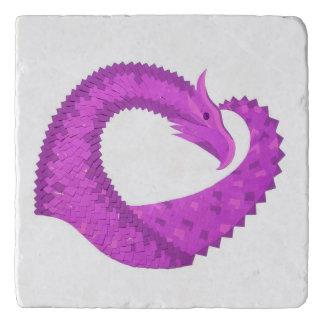 Salvamanteles Dragón brillante del corazón púrpura en blanco