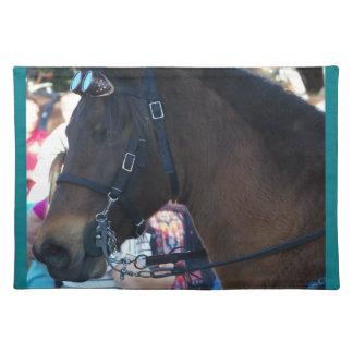 Salvamanteles Gafas que llevan del caballo árabe de Brown oscuro