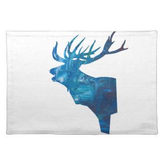 Salvamanteles macho principal de los ciervos en azul