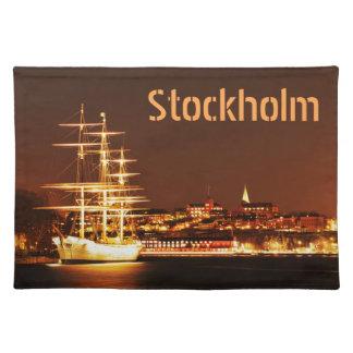 Salvamanteles Nave en la noche en Estocolmo, Suecia