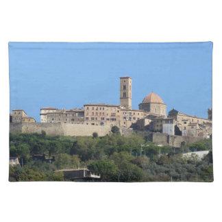 Salvamanteles Panorama del pueblo de Volterra. Toscana, Italia