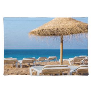 Salvamanteles Parasol de mimbre con la playa beds.JPG