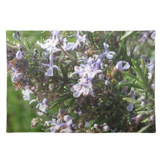 Salvamanteles Planta de Rosemary con las flores en Toscana,